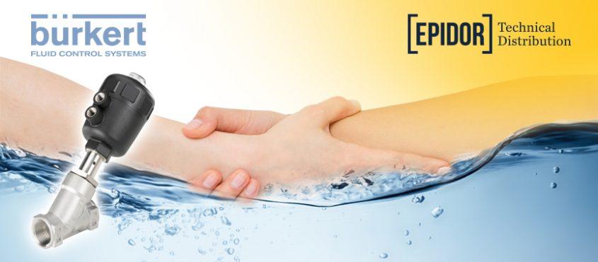 Estrechamiento de manos entre Epidor y Burkert